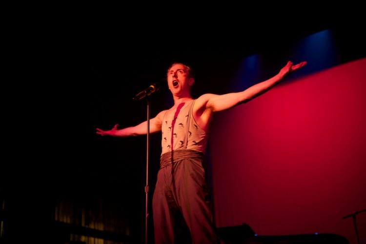 Alan Cumming performs at Weimar New York for Obama, by David Kimelman